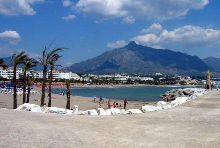 Pour le plaisir des yeux  - magnifiques photos - Page 5 Playa-puerto-banus-marbella-malaga